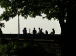 Die Tallinner Jugend genießt das Wochenende.