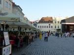 Geschäftiges Treiben auf dem Rathausplatz.