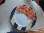 Der Fisch wird eigentlich nur auf den Tellern angerichet...