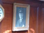 Wie in Nordkorea: Bild vom Chef an der Wand. Gustav Eriksson.