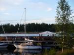 Järnäsklubb. In den Hafen passen max. 3 Boote.