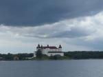 Fast schon mystisch anmutend taucht Schloss Läcko vor mir auf.